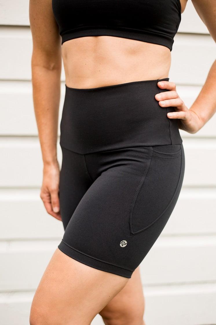 High waist black beauty pocket mid shorts side